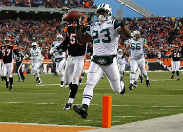 New York Jets running back Shonn Greene celebrates as he score a touchdown against the Cincinnati Bengals during the second quarter of their NFL AFC wild card playoff football game at Paul Brown Stadium in Cincinnati, Ohio, on Jan. 9, 2010.  (REUTERS)