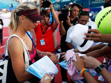 Russia's Maria Sharapova signs autographs for fans after her match against Venus Williams of the U.S. in Hua Hin January 2, 2010. The exhibition tennis match was organized to celebrate the 100th anniversary of  Thailand's beach resort city of Hua Hin. (REUTERS)
