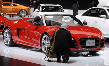 An Audi R8 is on display at the LA Auto show in Los Angeles December 3, 2009. REUTERS/Phil McCarten (UNITED STATES TRANSPORT)