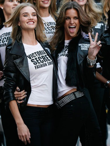 Victoria's Secret models pose in New York's Times Square to celebrate the return of the Victoria's Secret Fashion Show to New York, November18, 2009.  (REUTERS)