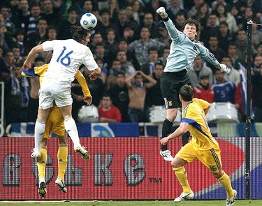 Ukraine's goalkeeper Andrii Piatov (rear R) punches the ball against Greece's Sotirios Kyrgiakos (L) during their World Cup 2010 play-off soccer match at Olympic stadium in Athens on Nov. 14, 2009. (REUTERS)