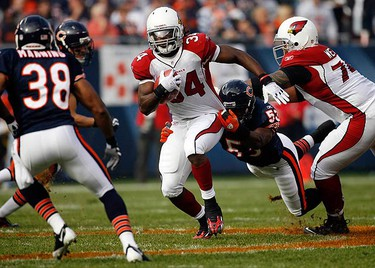Arizona Cardinals Tim Hightower (34) breaks a tackle by Chicago Bears Nick Roach during the first half of their NFL football game in Chicago, on Nov. 8, 2009. (REUTERS)
