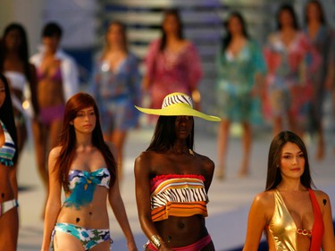 Models present creations from Colombian brand Bambu during the Cali Exposhow October 15, 2009.  (REUTERS)