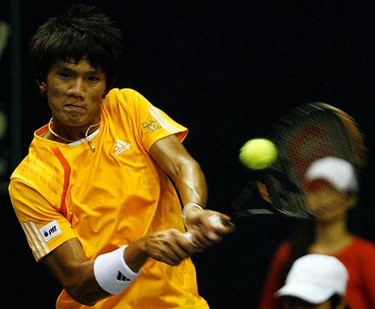 Kittipong Wachiramanowong, of Thailand, returns a shot to John Isner, of the U.S., during their first round match at Thailand Open tennis tournament in Bangkok on Sept. 28, 2009. (REUTERS)