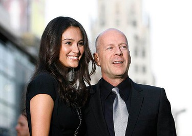 """Actor Bruce Willis and his wife Emma Heming (L) pose at the premiere of his movie """"Surrogates"""" at El Capitan theatre in Hollywood, California on Sept 24, 2009. The movie will open in the U.S. on Sept 25. (REUTERS)"""