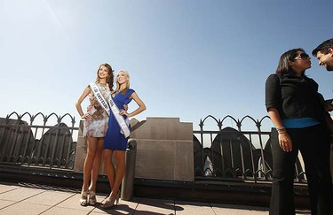 "Miss Universe, Stefania Fernandez (L), of Venezuela and Miss USA, Kristen Dalton, smile while posing for photographers on the ""Top of the Rock"" observation deck at the Rockefeller Center in New York Sept. 2, 2009.  REUTERS/Lucas Jackson"
