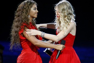 Taylor Swift (R) greets Beyonce after being invited by Beyonce to finish her previously interrupted acceptance speech for best female video at the 2009 MTV Video Music Awards in New York, September 13, 2009. Beyonce had been announced as winner of the award for video of the year.     REUTERS/Gary Hershorn