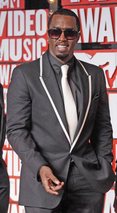 Sean Combs arrives at the 2009 MTV Video Music Awards in New York, September 13, 2009.     REUTERS/Eric Thayer