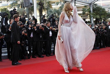 Dutch model Doutzen Kroes arrives on the red carpet for the screening of the film Des Hommes et des Dieux (Of Gods and Men) in competition at the 63rd Cannes Film Festival May 18, 2010.    REUTERS/Jean-Paul Pelissier