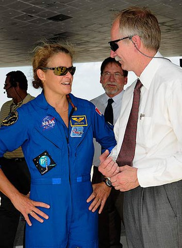 NASA Associate Administrator for Space Operations Bill Gerstenmaier (R) speaks with Canadian Space Agency astronaut Julie Payette after the space shuttle Endeavour landed at the Kennedy Space Center in Cape Canaveral, Florida on July 31, 2009.  (REUTERS)