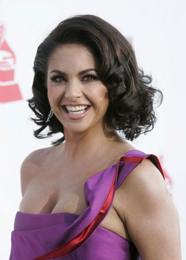 Mexican singer and actress Lucero poses at the 10th annual Latin Grammy awards in Las Vegas, Nevada November 5, 2009.     REUTERS/Steve Marcus