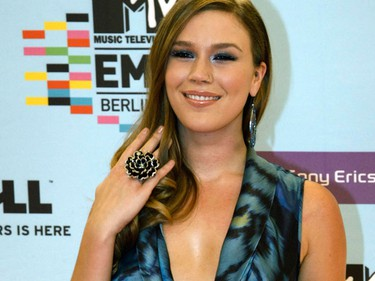 British singer Joss Stone poses on the red carpet before the MTV Europe Awards ceremony in Berlin November 5, 2009.   (REUTERS)