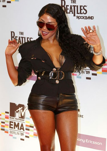 Lil' Kim poses on the red carpet before the MTV Europe Awards ceremony in Berlin November 5, 2009.     (REUTERS)