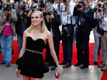 """German actress Diane Kruger poses for photographers as she arrives for the British Premiere of """"Inglourious Basterds"""" at Leicester Square in London July 23, 2009.    (REUTERS)"""