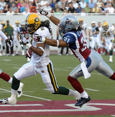 Fred Stamps runs the ball. (Eric Bolte/QMI Agency)