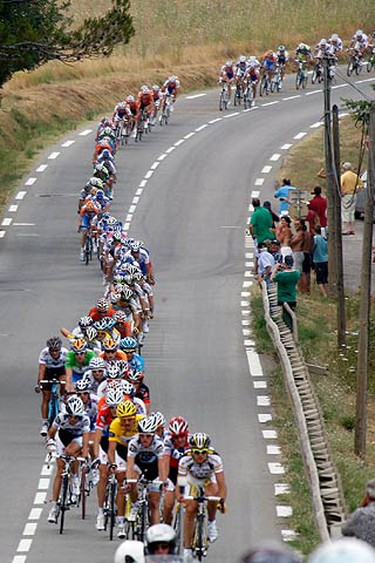 The pack of riders cycle during the second stage of the 96th Tour de France cycling race between Monaco and Brignoles on July 5, 2009. (REUTERS)