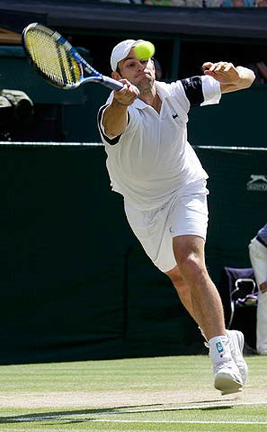 Andy Roddick of the U.S. returns the ball to Roger Federer of Switzerland during the Gentlemen's Singles finals match at the Wimbledon tennis championships in London on July 5, 2009. (REUTERS)
