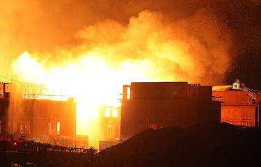Mississauga firefighters try in vain to thwart an inferno from engulfing a townhouse complex. (JOHN HANLEY photo)