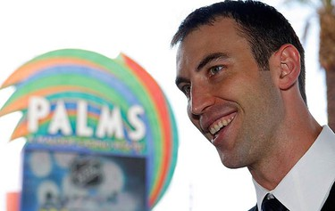 Boston Bruins Zdeno Chara arrives for the 2009 NHL Awards in Las Vegas, Nevada on June 18, 2009.  (REUTERS)