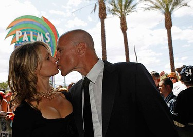 Hockey great Mark Messier and his wife Kim arrive for the 2009 NHL Awards in Las Vegas, Nevada on June 18, 2009.  (REUTERS)