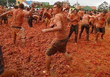 "Revellers throw tomato pulp during the annual ""Tomatina"" (tomato fight) in Sutamarchan, Colombia on June 14, 2009.  (REUTERS)"