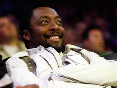will.i.am of The Black Eyed Peas sits courtside during Game 2 of the NBA Finals between the Los Angeles Lakers and the Orlando Magic in Los Angeles, June 7, 2009.  (REUTERS/Lucy Nicholson)