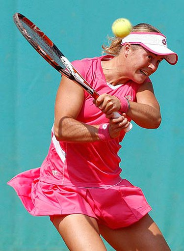 Anastasiya Yakimova of Belarus plays a shot during her match against Maria Sharapova of Russia at the French Open tennis tournament at Roland Garros in Paris on May 25, 2009. (REUTERS)