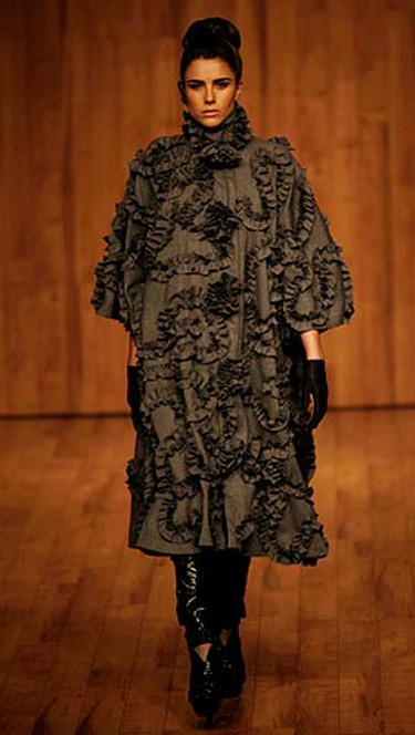 A model presents a creation from Mexican designer Morgana's Autumn/Winter 2009 collection during Fashion Week in Mexico City on May 20, 2009.  (REUTERS)