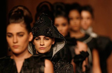 Models present creations from Mexican designer Morgana's Autumn/Winter 2009 collection during Fashion Week in Mexico City on May 20, 2009.  (REUTERS)