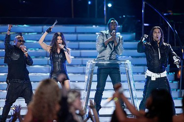 """The Black Eyed Peas, (L-R) Fergie, Will.i.am and Taboo, perform during the finale of Season 8 of """"American Idol"""" in Los Angeles on May 20, 2009. (REUTERS)"""