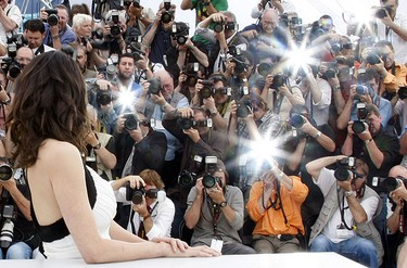 Jury member and Italian actress Asia Argento is pictured by photographers during a photocall at the 62nd Cannes Film Festival May 13, 2009.  REUTERS/Eric Gaillard