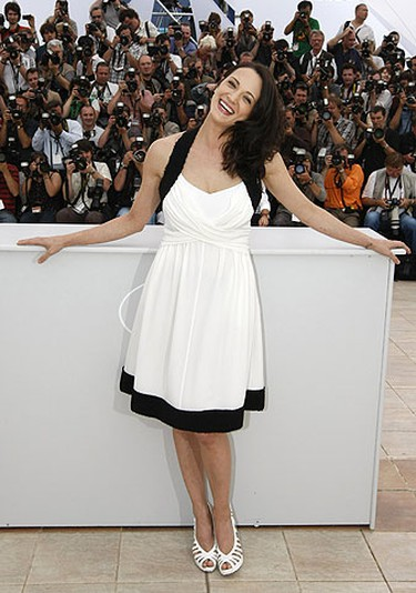 Jury member and Italian actress Asia Argento poses during a photocall at the 62nd Cannes Film Festival May 13, 2009.  REUTERS/Eric Gaillard