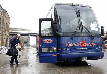Marlies right wing Brent Aubin climbs into the bus as the team prepares to leave for Cleveland to play the Lake Erie Monsters on Feb. 26, 2009. (DAVE ABEL/SUN MEDIA)