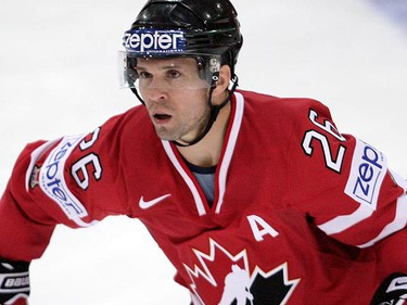 Canada's Marty St. Louis celebrates his goal against Hungary during their IIHF World Hockey Championship game in Zurich on April 26, 2009. (REUTERS)