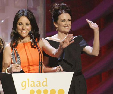 """Actresses Julia Louis Dreyfus (left) and Megan Mullally accept the award for Outstanding Comedy Series for """"The New Adventures of the Old Christine"""" at the 20th GLAAD Media Awards in Los Angeles, California April 18, 2009. The Gay & Lesbian Alliance Against Defamation sponsors the awards, which promote the accurate representation of gay and lesbian persons. (Fred Prouser/REUTERS)"""