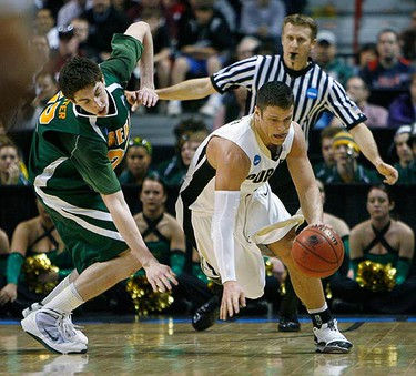 Purdue guard Chris Kramer (R) gets past the defense of Siena forward Ryan Rossiter (L) during the second half of their first round NCAA  tournament basketball game in Spokane, Washington on March 19, 2010. (REUTERS)