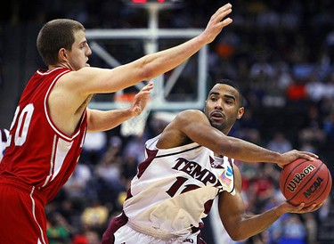 Temple Owl's Luis Guzman (R) passes the ball around Cornell Big Red's Ryan Wittman (L) during the first round of the NCAA Division I men's basketball championship tournament game in Jacksonville, Florida on March 19, 2010. (REUTERS)