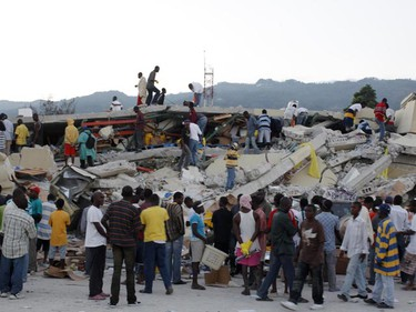 Residents search for survivors among the debris after an earthquake in Port-au-Prince January 13, 2010. A major earthquake rocked Haiti and its president said he feared thousands were dead after the presidential palace, schools, hospitals and hillside shanties collapsed, leaving the Caribbean nation appealing for international help.  REUTERS/Eduardo Munoz