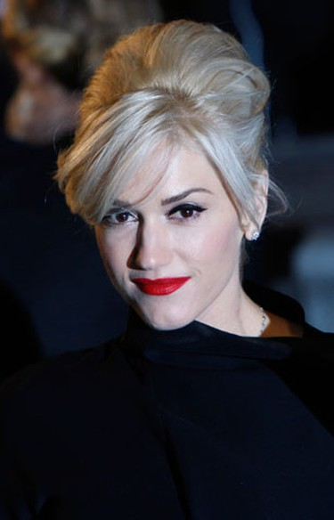 """U.S. musician Gwen Stefani arrives for the world premiere of """"Sherlock Holmes"""" in Leicester Square in London, December 14, 2009.  (REUTERS)"""