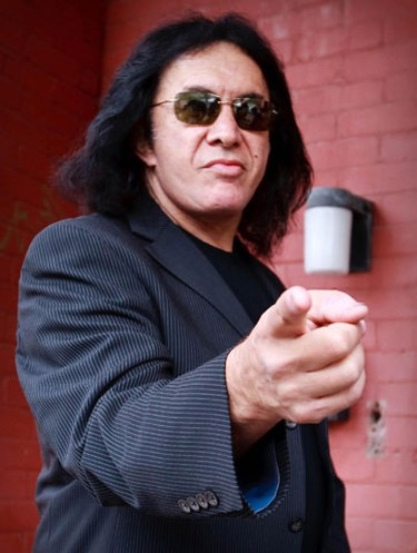 Shannon Tweed and Gene Simmons toured Ottawa's sites Tuesday. The couple stopped by Tweed's old apartment, where she lived in the 1970s. (ERROL MCGIHON/Sun Media)