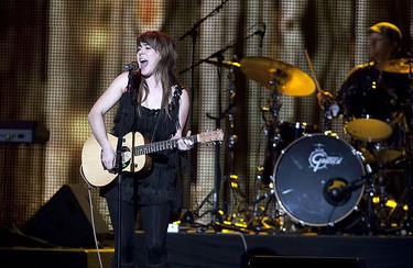 Serena Ryder performs at the 2009 Juno Awards at General Motors Place in Vancouver, BC, March 29, 2009. (CARMINE MARINELLI/SUN MEDIA)