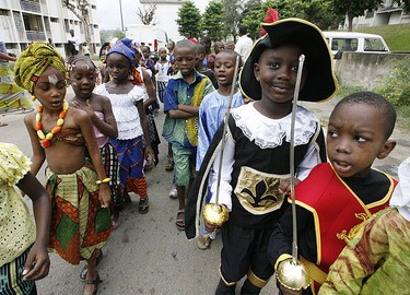 Children parade in the streets while celebrating Mardi Gras Day in Paillet, Abidjan Feb. 24, 2009. (REUTERS)
