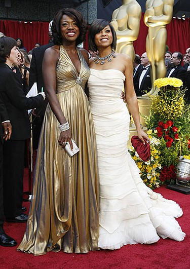"Nominees for Best Supporting Actress Viola Davis for ""Doubt"" and Taraji P. Henson (R) for ""The Curious Case of Benjamin Button"" arrive at the 81st Academy Awards in Hollywood, California Feb. 22, 2009.  REUTERS/Mario Anzuoni"