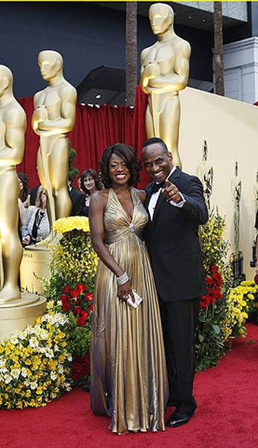 "Best supporting actress nominee Viola Davis for ""Doubt"" and actor Julius Tennon arrive at the 81st Academy Awards in Hollywood, California Feb. 22, 2009.  REUTERS/Mario Anzuoni"