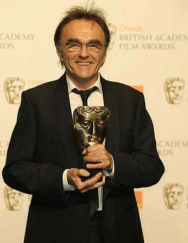Britian's Danny Boyle poses with the award for Best Director during the 2009 BAFTA (British Academy of Film and Television Arts) awards ceremony at the Royal Opera House in London Feb. 8, 2009. REUTERS/Toby Melville