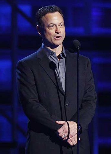 Gary Sinise introduces Lil Wayne at the 51st annual Grammy Awards in Los Angeles, Feb. 8, 2009.     REUTERS/Lucy Nicholson