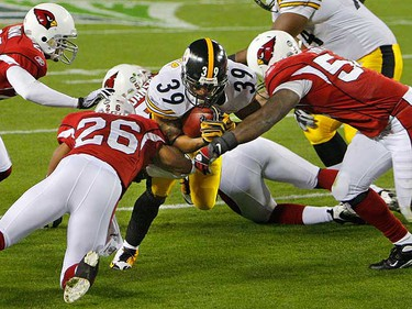 Arizona Cardinals cornerbacks Ralph Brown (L) and Roderick Hood (26), and linebacker Gerald Hayes (R), stop Pittsburgh Steelers running back Willie Parker (39) short of the goal line during the first quarter of the NFL's Super Bowl XLIII football game in Tampa, Florida, Feb. 1, 2009.     REUTERS/Brian Snyder