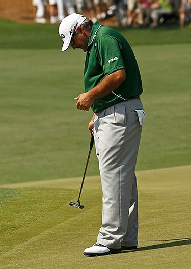 Angel Cabrera of Argentina reacts to missing an eagle putt on the second green during final round play in the 2011 Masters golf tournament at the Augusta National Golf Club in Augusta, Georgia, on April 10, 2011.  (REUTERS)