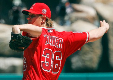 Los Angeles Angels starting pitcher Jered Weaver pitches against the Toronto Blue Jays during the first inning of their MLB American League baseball game in Anaheim, California on April 10, 2011. (REUTERS)