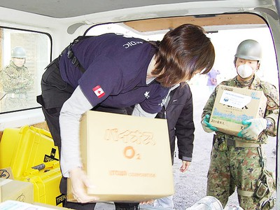 Peel EMS Supt. Shannon McNeil unloads aid at an evacuation centre in earthquake-battered Japan. (GlobalMedic Photo)